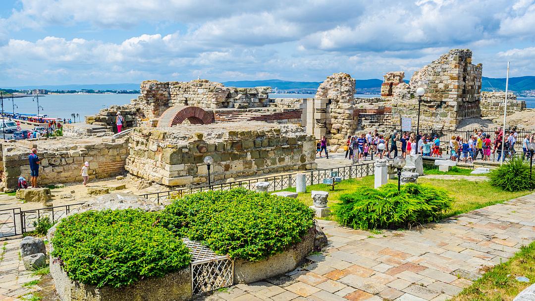 Ruinen des Haupttors des antiken Nessebar in Bulgarien (Foto: dudlajzov/Fotolia)