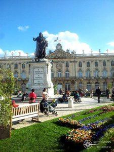 Statue von Stanislaus I. Leszczyński am Place Stanislas in Nancy, Frankreich