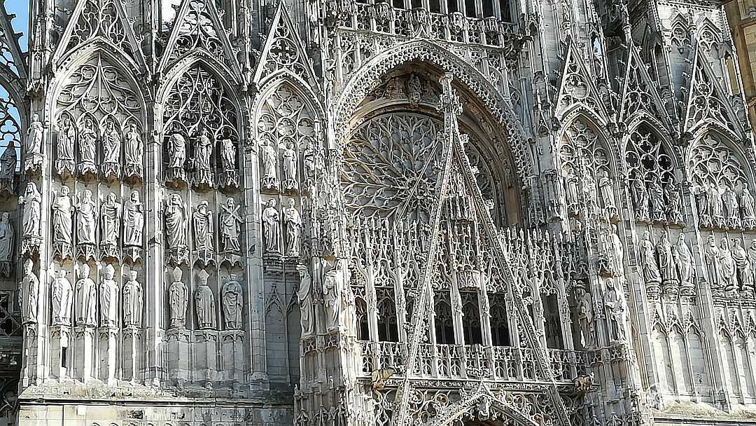 Kunstvolle Stuckaturen an der Kathedrale von Rouen