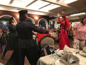 Folkloregruppe in einem georgischen Restaurant