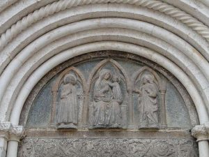 Relief am Portal der St. Anastasia Kathedrale in Zadar